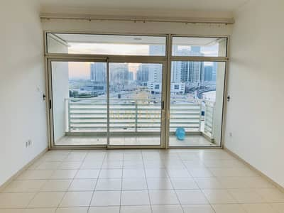 1 Bedroom Apartment for Rent in Business Bay, Dubai - Elegant 1Bed | Balcony+Partial Lake View