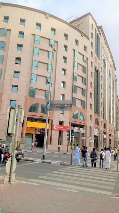 محل تجاري  للايجار في ديرة، دبي - shop for rent in al maktoum street in front of metro bannyas