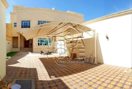 6 Bedroom Villa for Rent in Khalifa City A, Abu Dhabi - Fantastic 6-BEDROOM Villa driver room kitchen outside