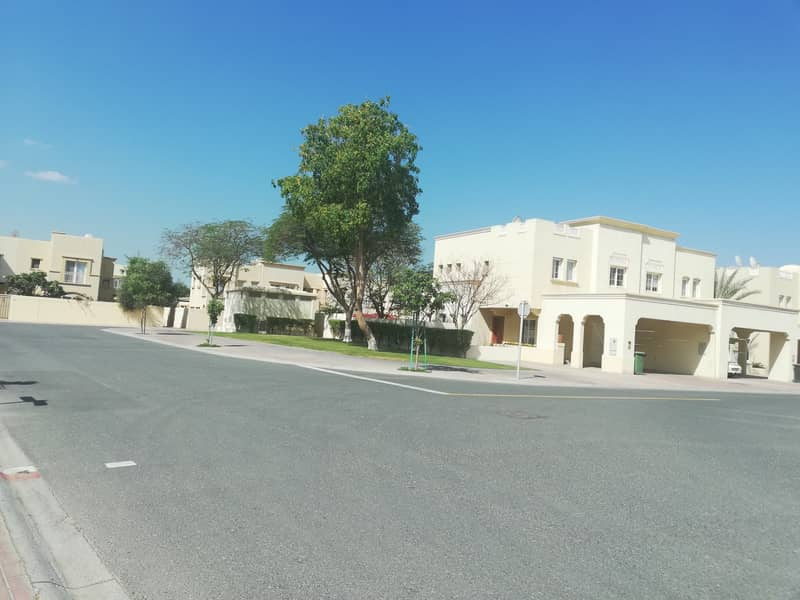 Very well maintained 2 Bed Villa with full Lake View