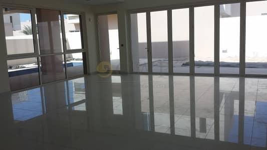 فیلا 4 غرفة نوم للبيع في واجهة دبي البحرية، دبي - Quite   Spacious   Best Quality  