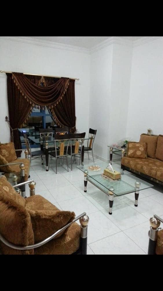 شقة للبيع في أبراج الخور مكونة من 2 غرف و صالة و 4 حمامات وغرفة خادمة .