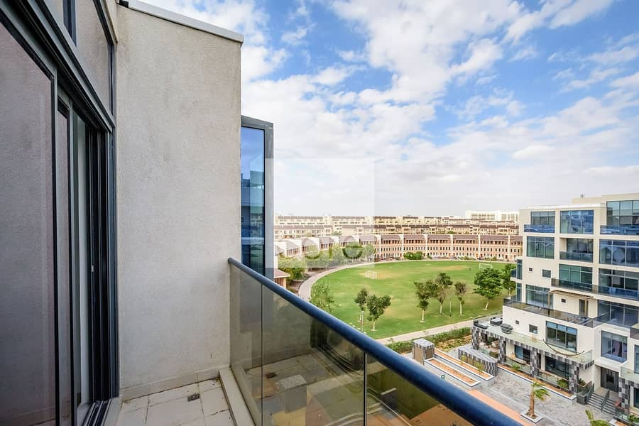 10 High Floor I Pool Park and Courtyard Views