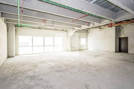 مکتب  للايجار في شارع الشيخ زايد، دبي - Spacious shell and core office in Rawabeh