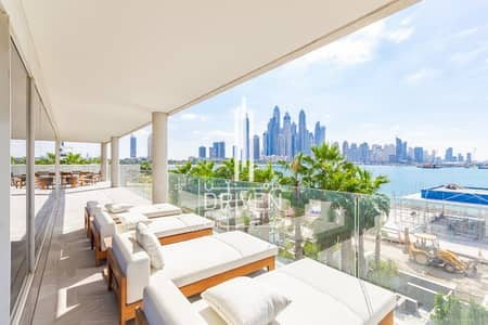 4 Bedroom Penthouse for Rent in Palm Jumeirah, Dubai - Beautiful 4 BR Penthouse w/ Private Pool