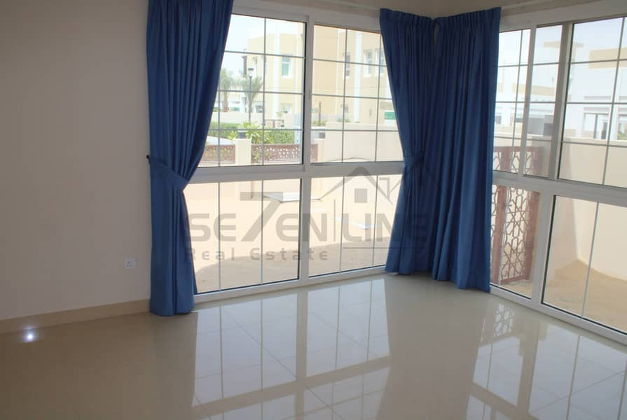2 Vacant and Maintained 5 Bed Villa with Balcony