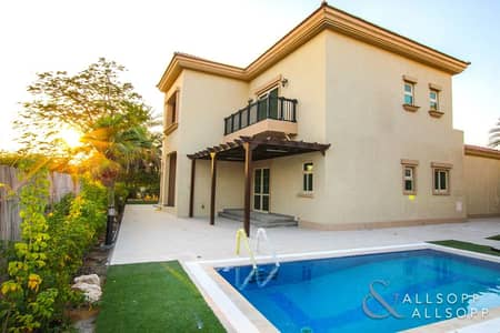 4 Bedroom Villa for Rent in Jumeirah Islands, Dubai - Next to Club | Improved  | Extended |<BR/>