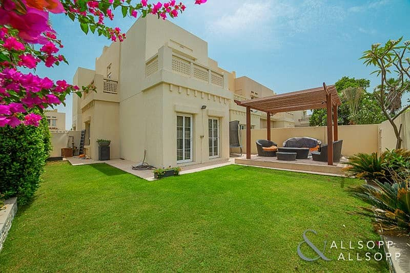 Extended 3 Bedroom End Unit | The Lakes