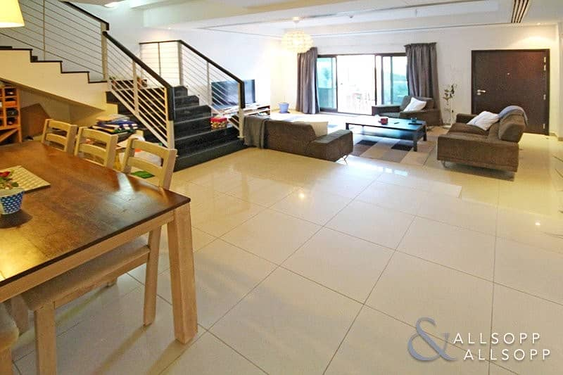 2 4 Beds + Maids | Shared Pool & Gym | VOT