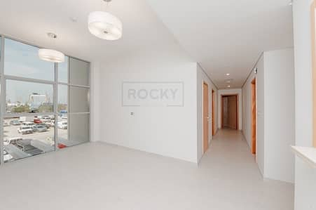 2 Bedroom Flat for Rent in Bur Dubai, Dubai - Spacious 2 B/R | Balcony | Pool & Gym | Bur Dubai