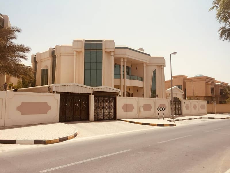 HUGE AND LUXURIOUS 5 BHK VILLA IN SHARQAN.