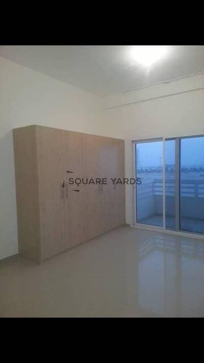very new Studio ... good price  500000 aed