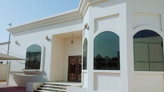 Nice & clean villa for rent with include electric & water located at Sarouj Al Shabahat Plaza