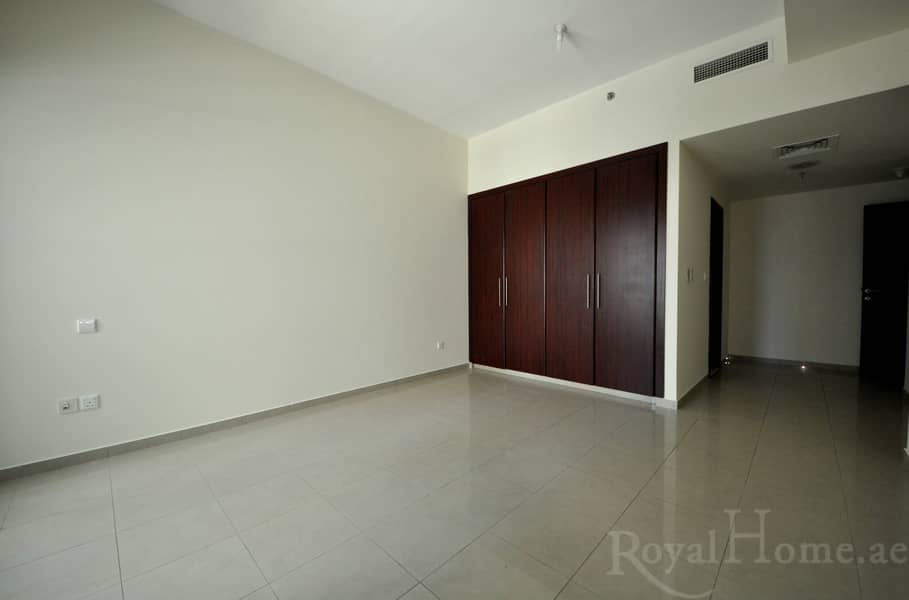 Huge 2BR + M Apartment in Emirates Crown