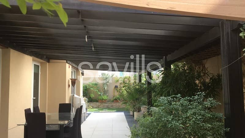 2 Detached 4BR Villa | Lovely garden | Vacant Villa