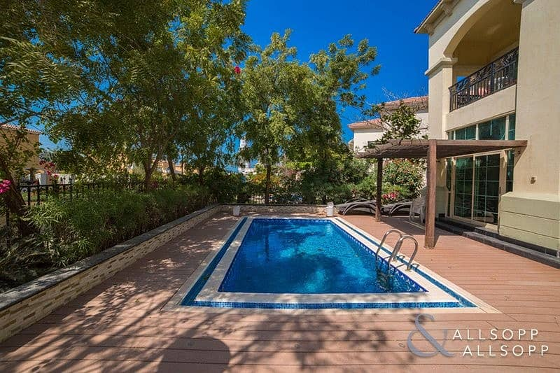 10 French Riviera | Garden Hall | Lake View