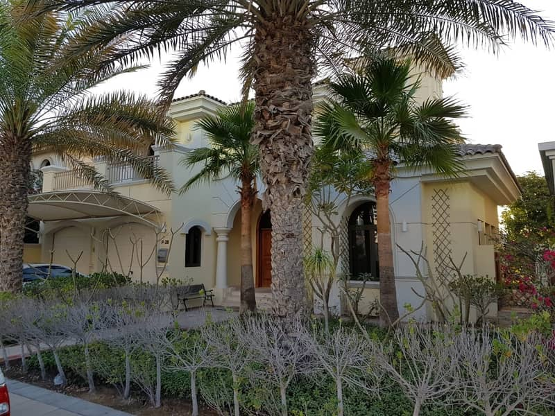 16 4BR | Fully furnished Villa | Atrium Entry