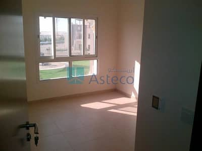 3 Bedroom Apartment for Sale in Remraam, Dubai - 3 BR Corner Unit w/ Balcony in Al Thamam
