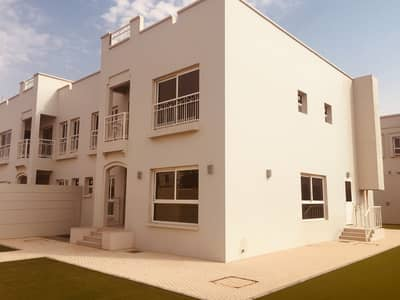 Brand new four bedroom with gated community, pool, GYM and huge private garden in Barashi
