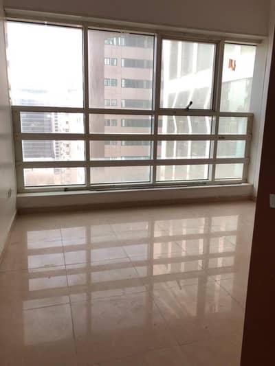 شقة في منطقة النادي السياحي 3 غرف 90000 درهم - 3825358