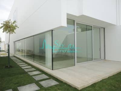 Villa for Rent in Jumeirah, Dubai - UNIQUELY DESIGNED SPACIOUS COMMERCIAL VILLA IN JUMEIRAH 1