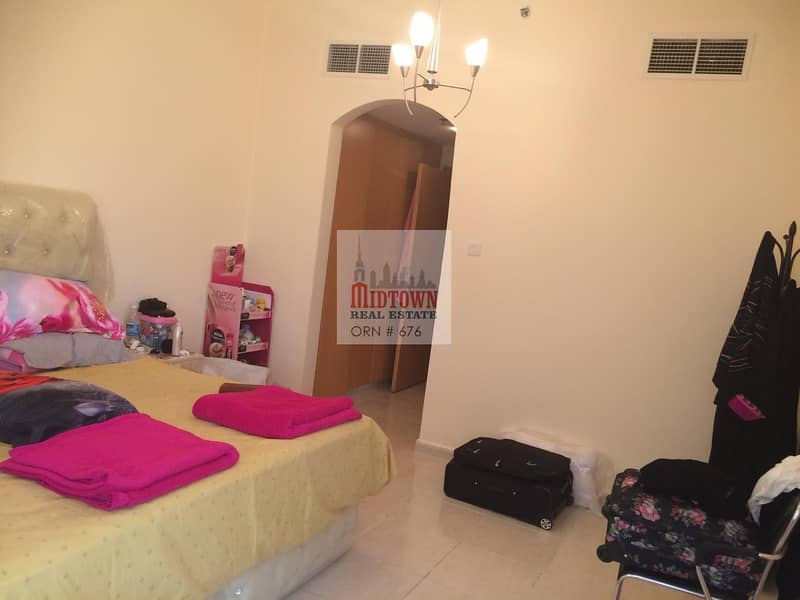 2 large 1bedroom apartment in the heart of dubai only 40000by 1 cheque