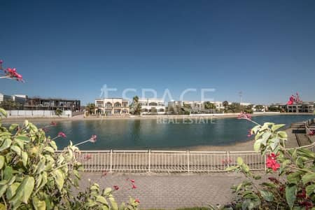 5 Bedroom Villa for Sale in Emirates Hills, Dubai - Quiet Location on the Lake and Open to Serious Offers