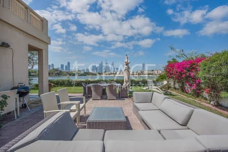 4 Bedroom Villa for Sale in The Lakes, Dubai - Upgraded with amazing views - large plot