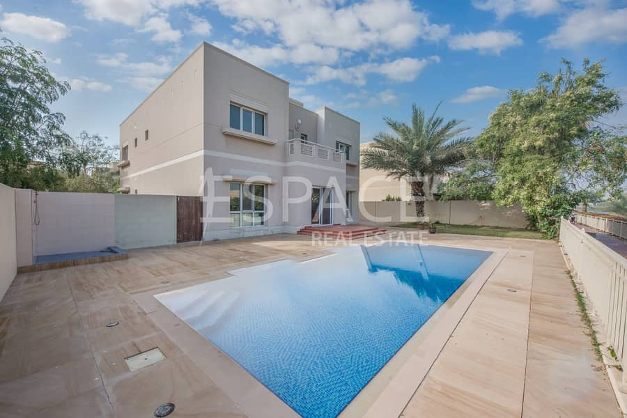 2 Amazing Five Bed with Pool and Lake View