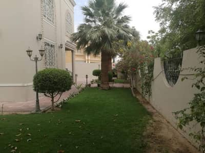 Stunning 4 bedroom Villa  with very good location at Al Quoz area available for sale