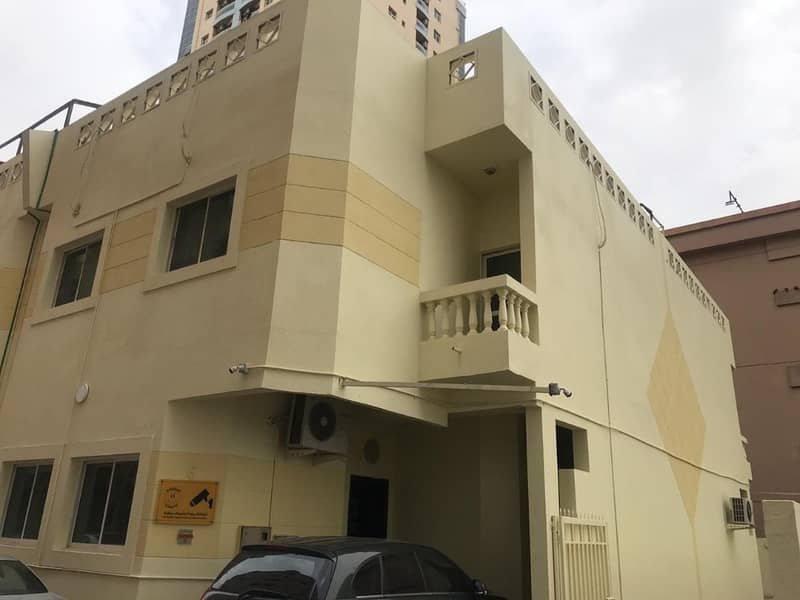 Two-story villa behind Hamdan Center is cheap