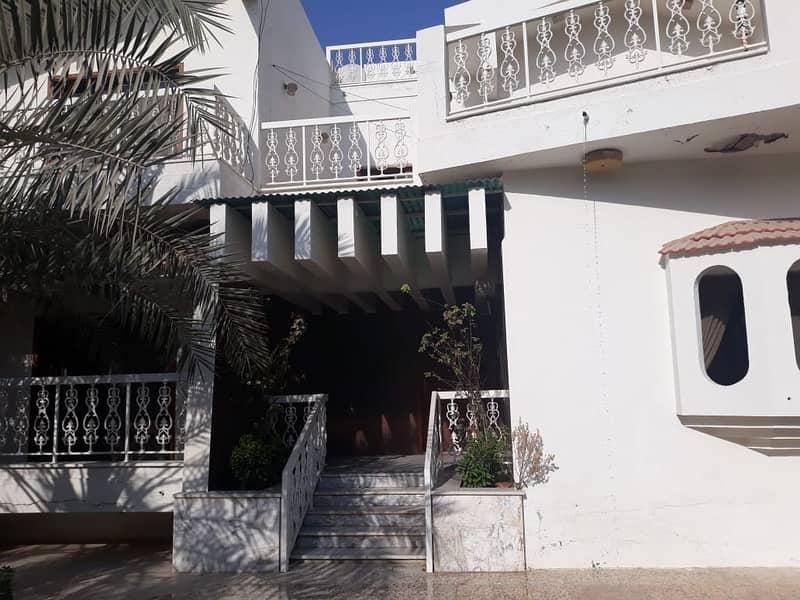 2 Massive 5 bedroom villa