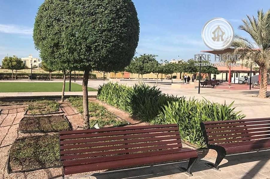 10 Nice Villa 5 Master BR in Khalifa City