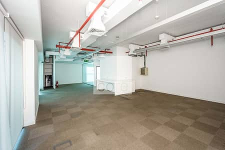 Open space with 1 meeting room | Corner