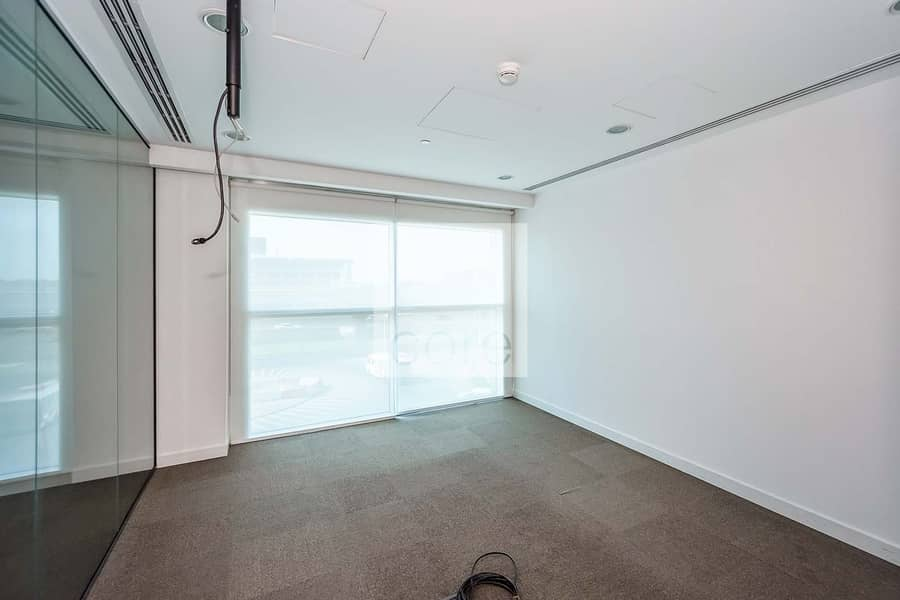 2 Open space with 1 meeting room | Corner