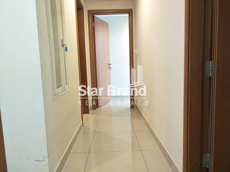 18 2 BEDROOM PLUS AMID ROOM IN BEACH TOWER FOR RENT