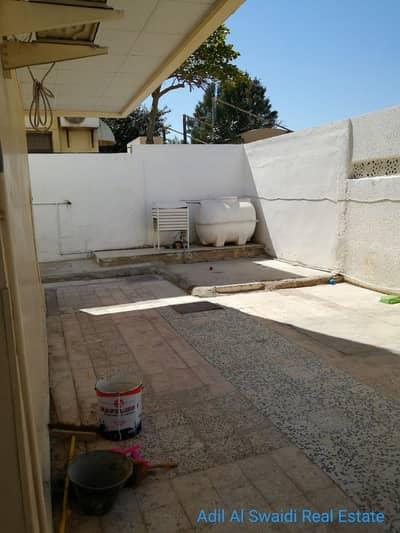 4 Bedroom Villa for Rent in Al Qadisiya, Sharjah - 4 BHK VIlla with 2 master rooms, majlis, living dining, split A/C, hoash, 3 baths in Qadsiya area