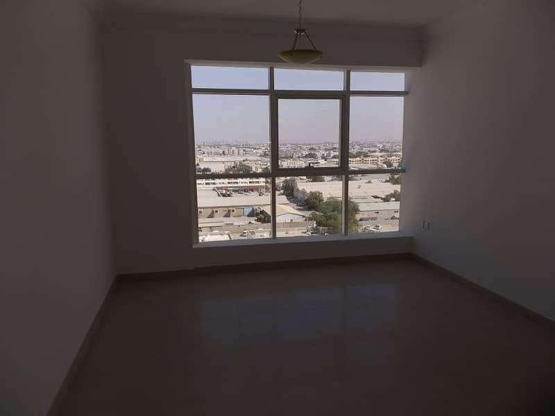 شقة في شارع الوحدة 1 غرف 28000 درهم - 3803301