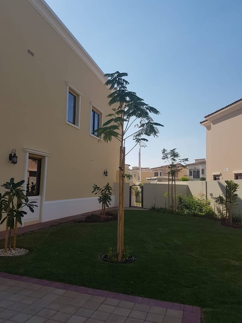 18 Perfect opportunity to move to your luxury villa with 100% discounts on DLD