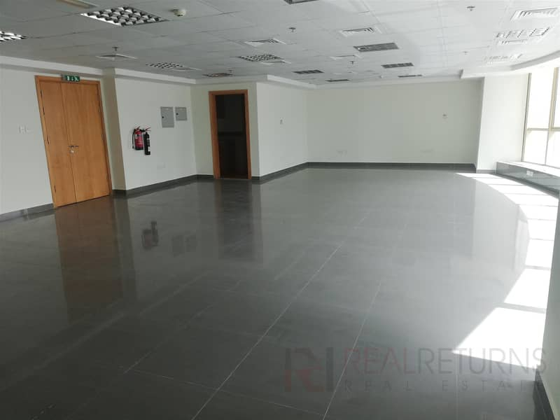 2 Office for Rent Building near the Metro [EC]