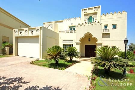 4 Bedroom Villa for Sale in Jumeirah Islands, Dubai - Lake View | Close to Club | Four Bedroom