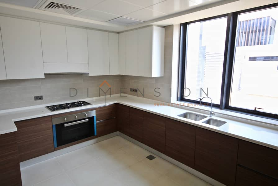 Corner unit| Balcony| Spacious maid room