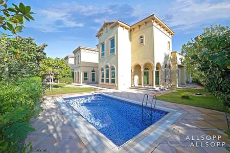 5 Bedroom Villa for Sale in Jumeirah Islands, Dubai - Master View Villa|Full Lake view| Vacant