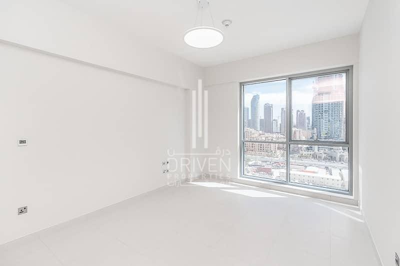 14 Prime Location |Ready Spacious 1 Bed Apt