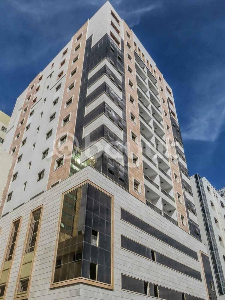 للبيع بناية جديدة  فى قلب مدينة الشارقة شارع الإستقلال.