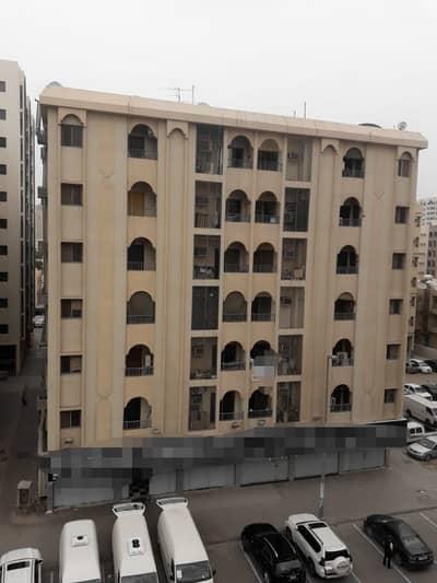 مبنی تجاري  للبيع في ابو شغارة، الشارقة - منطقة ابو شغاره امارة الشارقه
