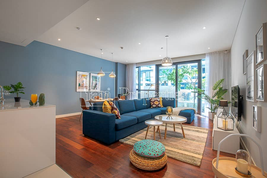 Stylish New 1 BR And Community Pool View