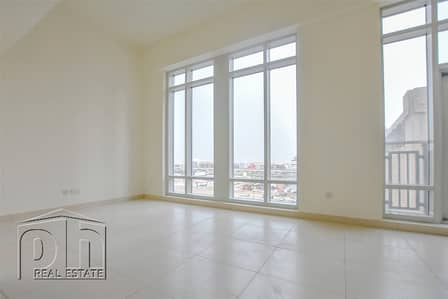 1 Bedroom Flat for Rent in Downtown Dubai, Dubai - Excellent Price - Lofts 1 Bedroom Unit