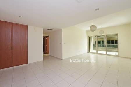 2 Bedroom Apartment for Sale in The Greens, Dubai - Tenanted | Low Floor | Huge Balcony