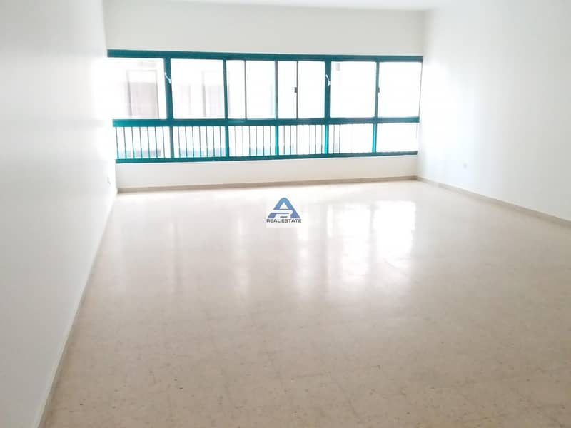 2 Large 3 bhk located on Khalifa